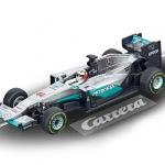 Carrera GO!!! / GO!!! Plus Mercedes AMG Petronas F1 W07 Hybrid L.Hamilton Nr.44 Art.Nr. 64088 / Verfügbar im Handel ab KW 32 (07. - 11.08.2017)