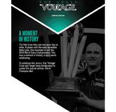 Rob Cross Der World Champion mit seinem Pokal