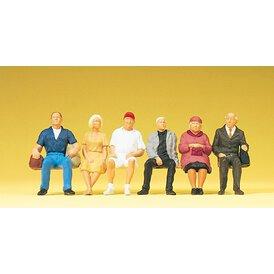 Zuschauer sitzend Preiser Figuren 1:43 65338